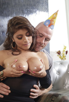 Ella Knox Let Cum All Over Her Big Natural Tits