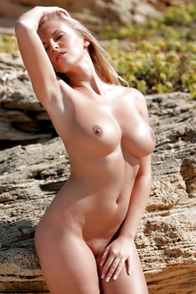 Hot and Busty Janine outdoor posing naked