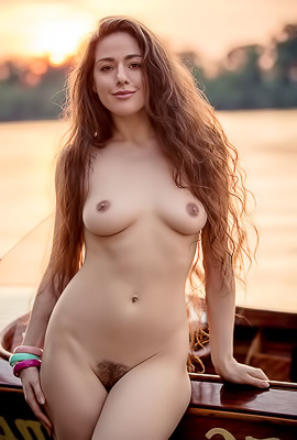 Model Joy Draiki - Naked Sunset Pics
