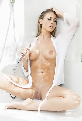 Sweet and wet girl Ella Silver taking a shower