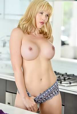 Sexy Mature Lady Amber Showing Boobs
