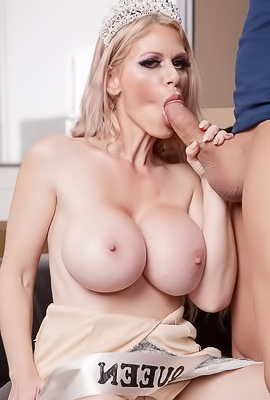 Casca Akashova Beauty Queen Making Deep Blowjob